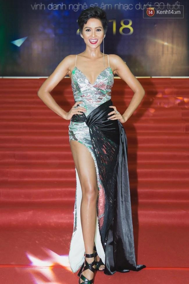 Diện lại đầm khoe ngực đầy, chân thon từ Miss Universe, H'Hen Niê quá cao tay khi thay đổi điều này - Ảnh 2.