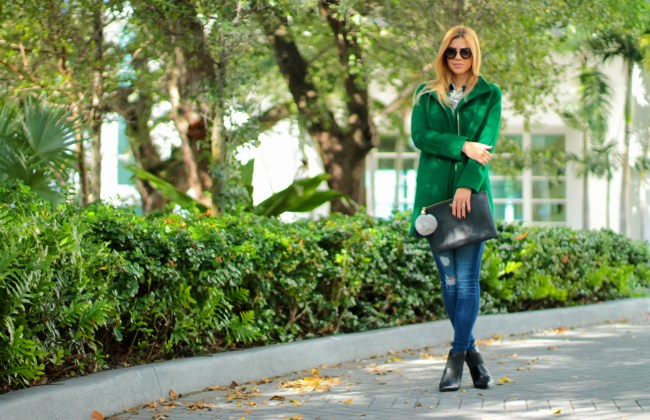 amanda tur lifestyle beauty and fashion blogger from a fancy affair blog wearing ellen tracy wool blend stadium coat in kelly green for fall in miami fall style fall looks fall lookbook with old navy checkered flannel shirt shop ditto sunglasses prada sunglasses uber gigi new york black clutch ciela bib from baublebar ellen tracy persuade ankle boot and tous bracelet