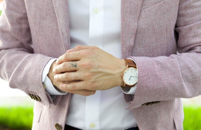 Miami Fashion blogger from A Fancy Affair is wearing a Banana Republic Mens Camden Fit Chambray Non Iron, white shirt, Banana Republic Modern Slim Red Italian Cotton/Linen Blaze, Banana Republic Fulton Skinny Cotton Chino, navy blue dress pants, Banana Republic brown loafers, Banana Republic Classic Leather Belt, classic rose gold Daniel Wellington Sheffield 40 mm watch, Ray-Ban Classic Aviator Metal Sunglasses, sunnies, Veuve-Clicquot champagne, men's fashion.