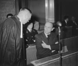 Willy Lages, gewezen chef van de Amsterdamse Sicherheitsdienst, tijdens een zitt…