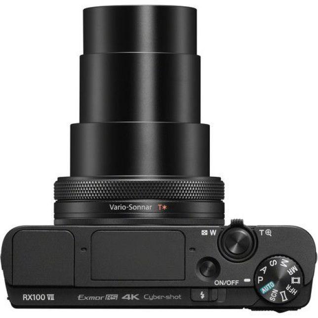 Sony RX100 VII: fotocamera compatta... solo di nome