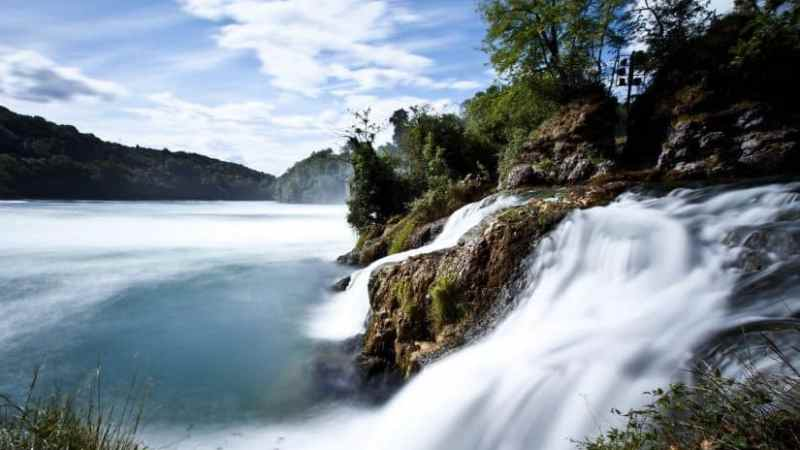 شلالات الراين أجمل معالم سويسرا الطبيعية