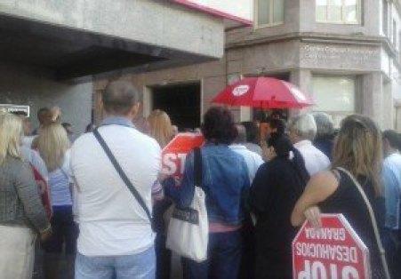 Stop Desahucios Granada 15M Acción banco popular