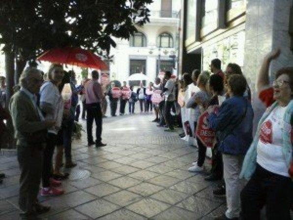 Stop Desahucios Granada 15M en las puertas del BBVA