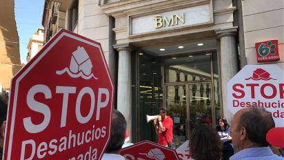 Stop Desahucios en las puertas de BMN