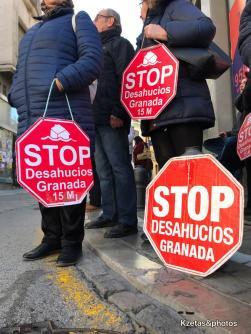 En las puertas de Caja Rural de Granada