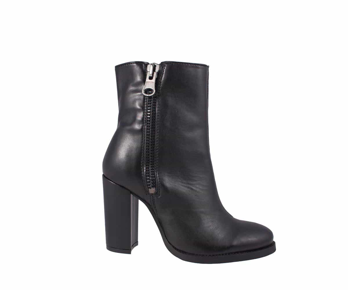 LUXE HIGH-HEELED BOOTS BLACK à 116$ de chez Wills Vegan Shoes : https://wills-vegan-shoes.com/vegan-women-s-high-heeled-boots.html
