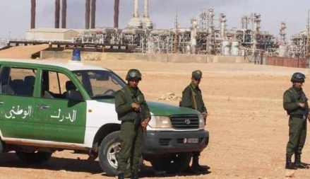 Algerian soldiers stand near the Tiguentourine Gas Plant in In Amenas