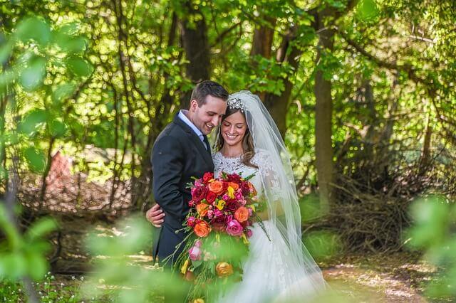 愛し合う2人、結婚式