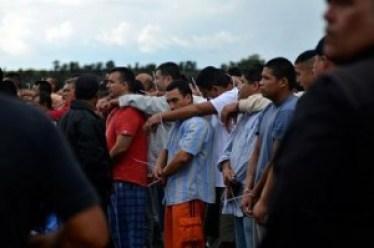 Prisioneros de todo México en traslado masivo al penitenciario nuevo en Hermosillo, Sonora
