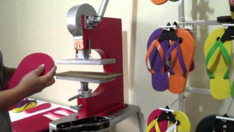 maquina de chinelos fazer