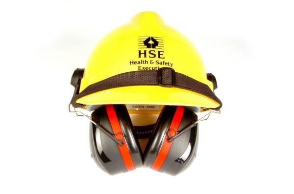 protetor auricular no capacete