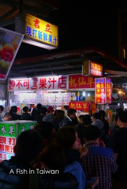 Waiting in line for some juice @ Tzi Qiang night market