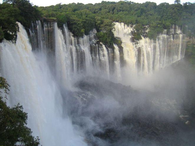 Kalandula Falls, Angola (Paul Cesar Santos, Wikimedia Commons)