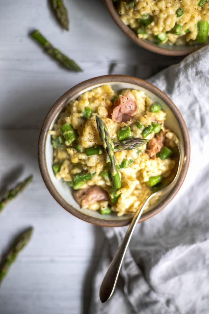 fresh asparagus, crispy prosciutto, fresh lemon, and creamy mascarpone tucked inside creamy risotto is the perfect cozy dinner this season. asparagus risotto | a flavor journal food blog