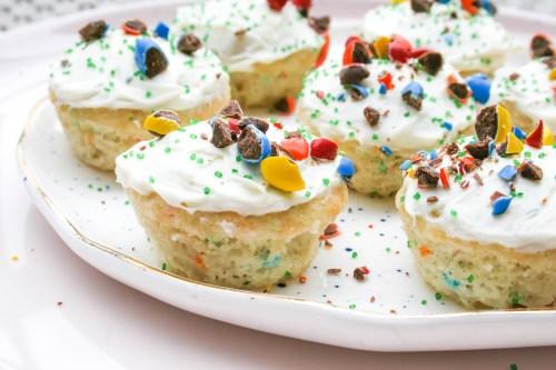 mini funfetti cupcakes | a flavor journal food blog