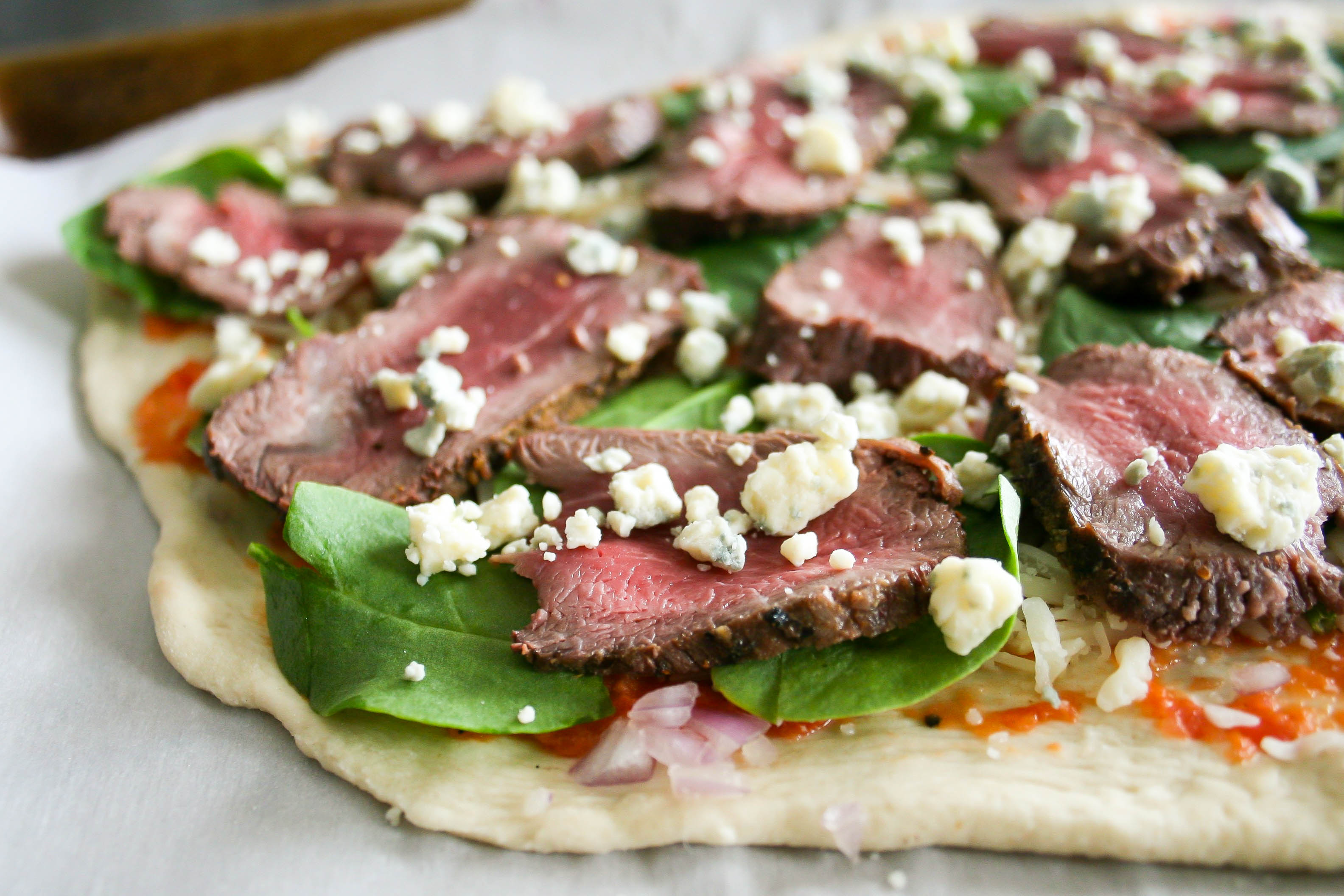 steak, shallot, and blue cheese flatbread | a flavor journal