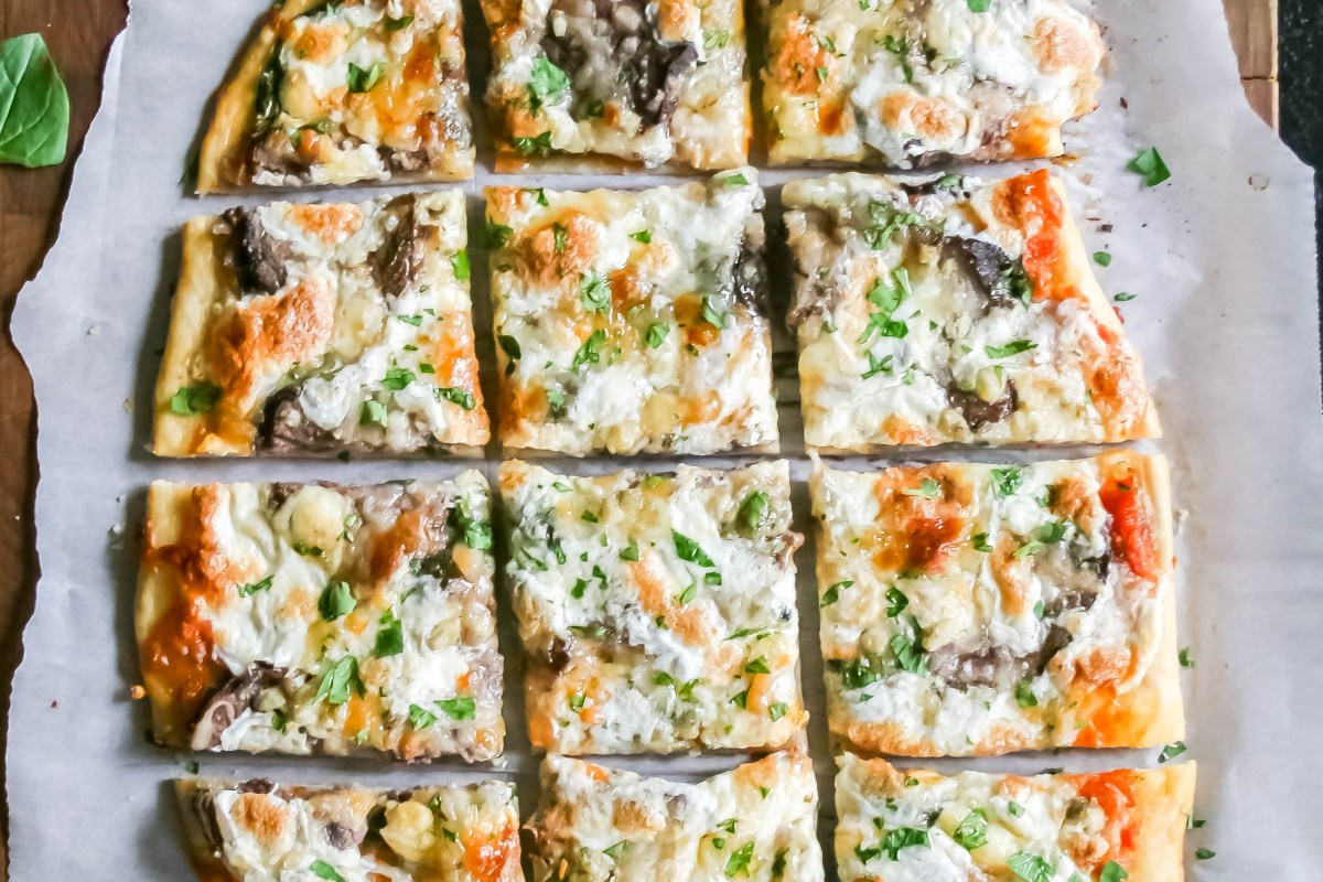 steak, shallot, and blue cheese flatbread. Simple dough rolled thin, topped with homemade crushed tomato sauce, then shallots, spinach, cheese blends, leftover filet, blue cheese, and mozzarella. Baked to perfection and served hot! | a flavor journal