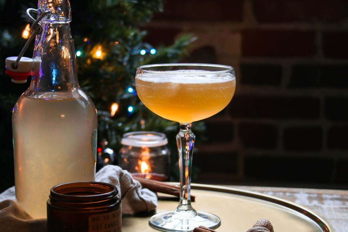 cocktails for two! warm notes of cinnamon play with pear, fresh orange, and apple brandy flavors before mixing with your choice of bourbon to provide the ultimate winter warmer bourbon cocktail! spiced pear and bourbon cocktail | a flavor journal food blog small batch recipe