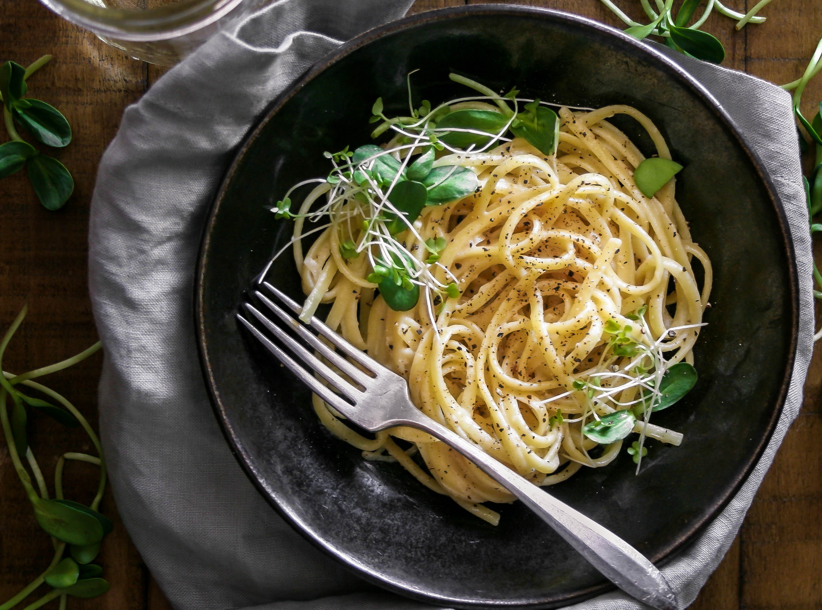 cacio e pepe with shallots is a gorgeous, decadent, and simple pasta to share for date night in | a flavor journal small batch recipe