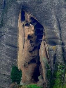 ... et dans cette grotte, se trouve l'ancienne prison des moines !Ça fait rêver n'est-ce pas ?