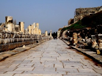 Efes, théâtre et allée de marbre blanc