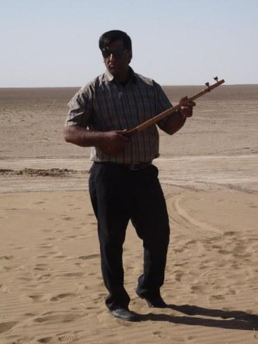 Apparition musicale au sommet d'une dune
