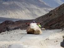 Inde, Ladakh : Attention, chute de pierre !