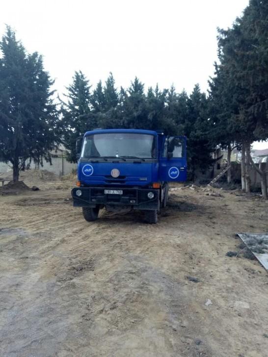 Avtomobil Yolları Dövlət Agentliyi Ramanıda ağacları kəsdi-