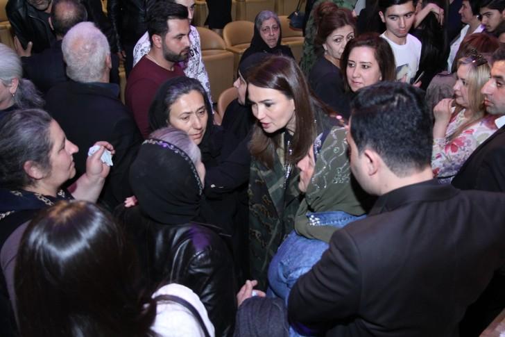 Qənirə Paşayeva Aprel zəfəri şəhidlərinin ailələri ilə görüşüb-