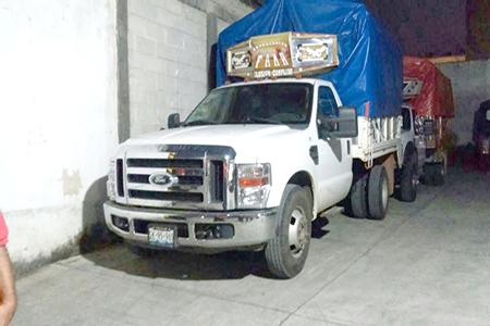 Reportan robo con violencia de camioneta en la Gustavo A. Madero