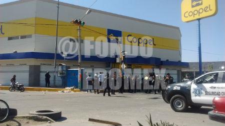 Los policías peinaron la zona para detener responsables.