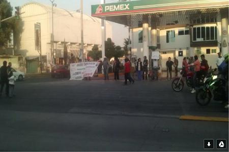 Manifestantes toman 12 gasolineras en Neza para protestar por aumento a combustibles