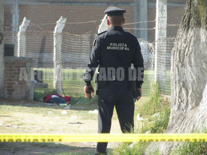 El cuerpo de la mujer fue arrastrado unos metros en el lugar.