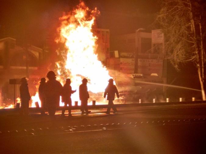 Prevalece misterio en torno a pipa incendiada en Paseo Tollocan
