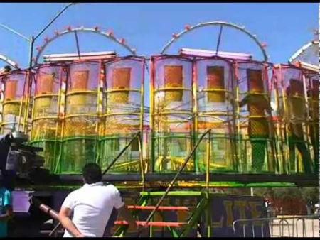 Jovencita Sale Proyectada De Juego Mecanico En Mal Estado En Feria