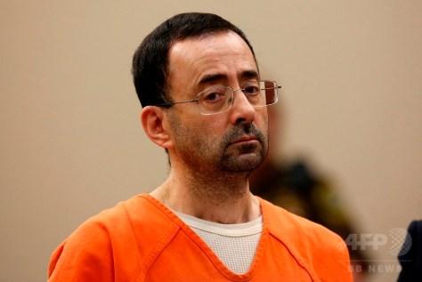 米ミシガン州ランシングのインガム郡巡回裁判所に出廷した米国体操連盟の元チームドクター、ラリー・ナサール被告(2017年11月22日撮影)。(c)AFP/JEFF KOWALSKY