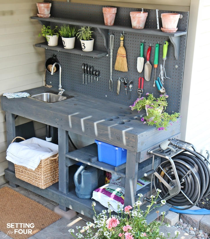 The sun is shining and the garden is ready to be tended. I searched the internet and found some creative ways to organize your garden tools! CREATIVE WAYS TO ORGANIZE YOUR GARDEN TOOLS
