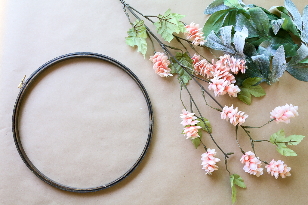An embroidery hoop wreath is a great way to add some color and charm to your home decor. Let me show you how to make a simple embroidery hoop wreath. HOW TO MAKE A SIMPLE EMBROIDERY HOOP WREATH