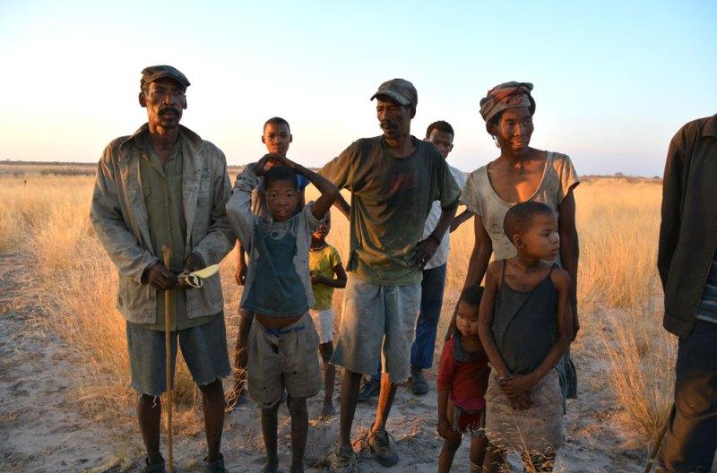 CKGG(セントラル・カラハリ動物保護区)に住むブッシュマンの一家