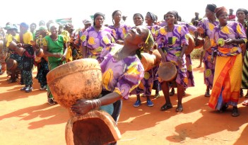 Farmers welcome researchers with songs and dance