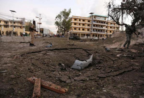 Car bomb near presidential palace leaves 5 dead in Somalia ...