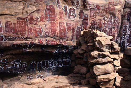 https://i1.wp.com/africa.si.edu/exhibits/inscribing/images/eduimages/5.-Dogon-rock-paintingsLG.jpg