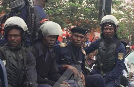 Covid-19 à Kinshasa : défaut de port de masque vaut désormais 10.000 FC et la violation du couvre feu 50.000 FC ( Voici la liste des amendes )
