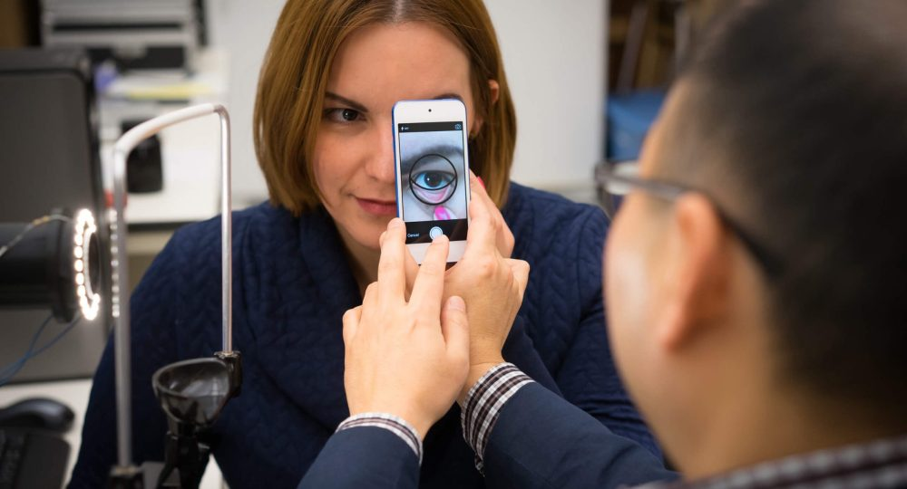 Smartphone app that can accurately extract information about a person's blood hemoglobin content