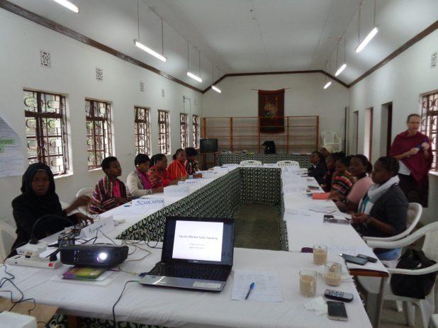 Kisa Alumnae Mentor Skills Training, Nov 2016. A session on public speaking skills.