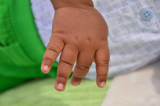 Photo of the hand of a Black baby