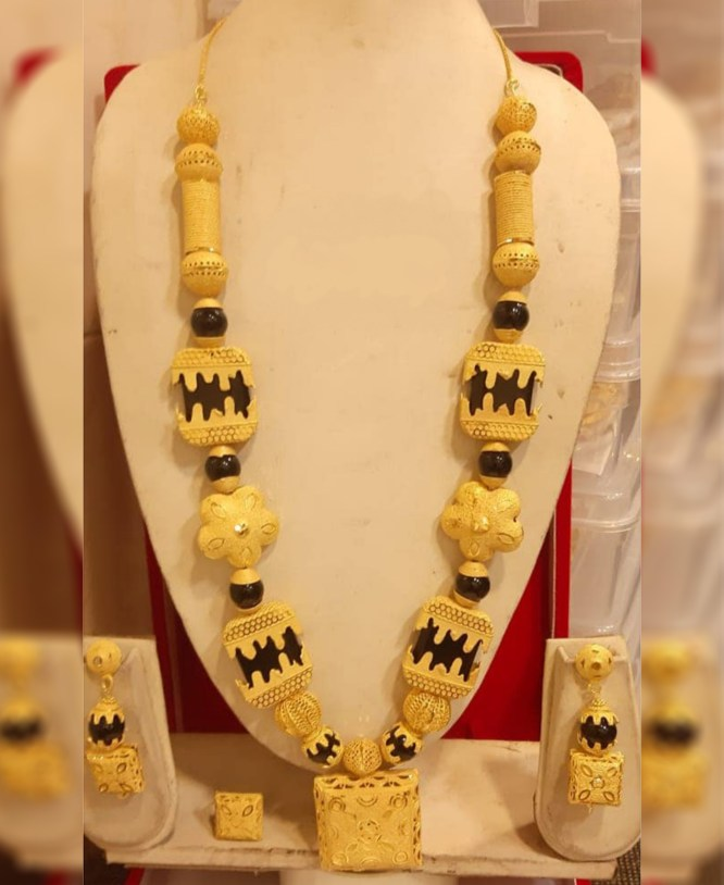 Black Beads Design Golden Plated Necklace Set