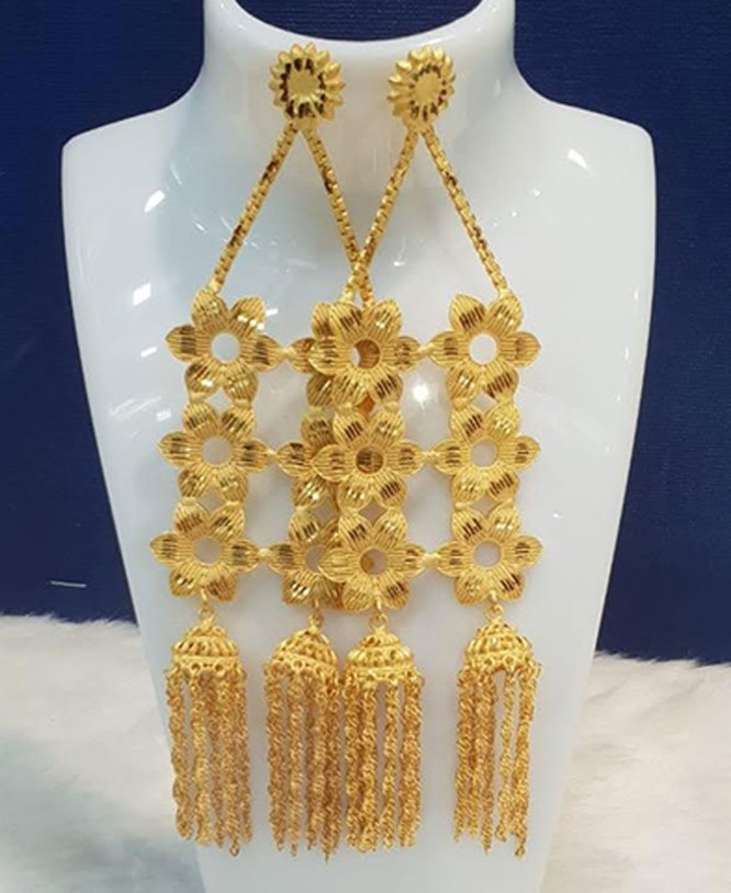 Latest and Fashionable Party Wear Gold Earring Jewelry Set for Women