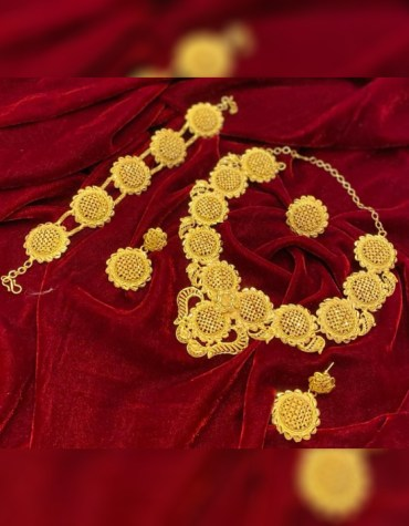 New Stunning Floral Designed Necklace & Bracelet Set Gold Platted Party Jewellery For Women